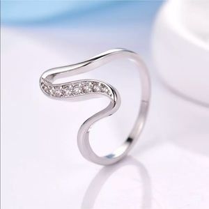 Sz5-9: 18k white gold sapphire swirl ring